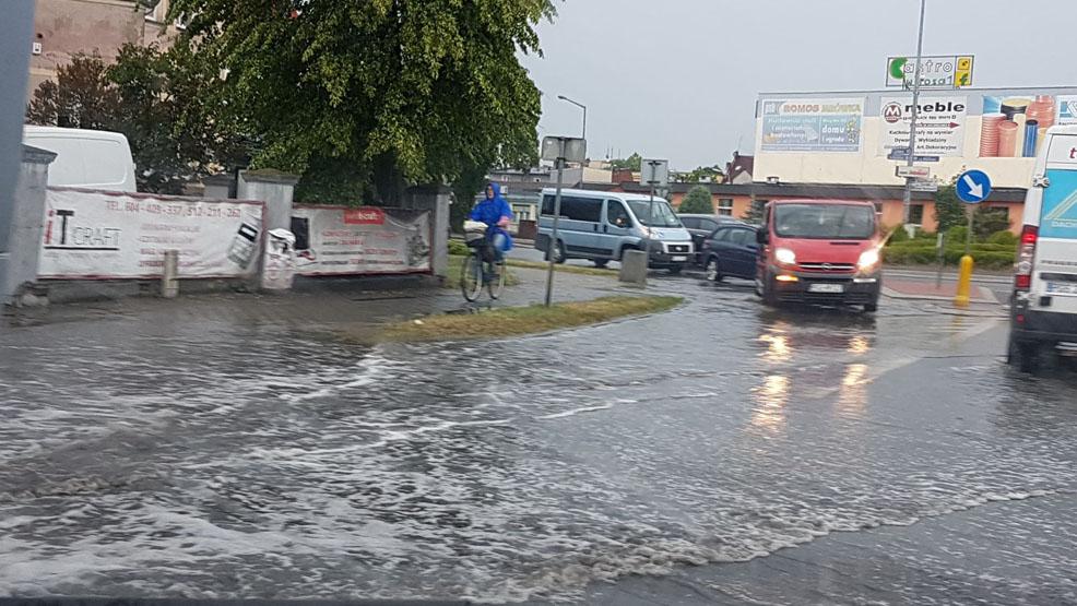 Ulewne deszcze narobiły szkody. Zalane piwnice i drogi - Zdjęcie główne