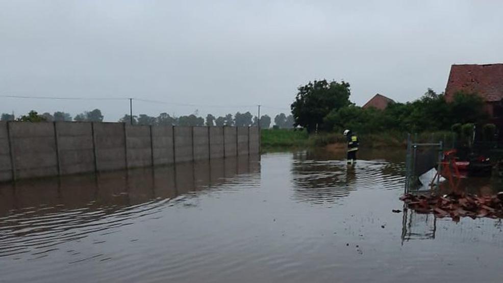 Żywioł nie oszczędził mieszkańców Bączylasu. Woda wdarła się do piwnic i stoi na drogach - Zdjęcie główne