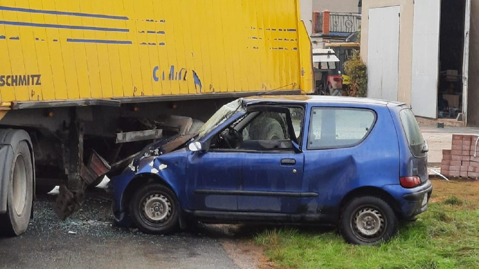 W wyniku zderzenia jedna osoba została ranna i przetransportowana do szpitala [AKTUALIZACJA] - Zdjęcie główne