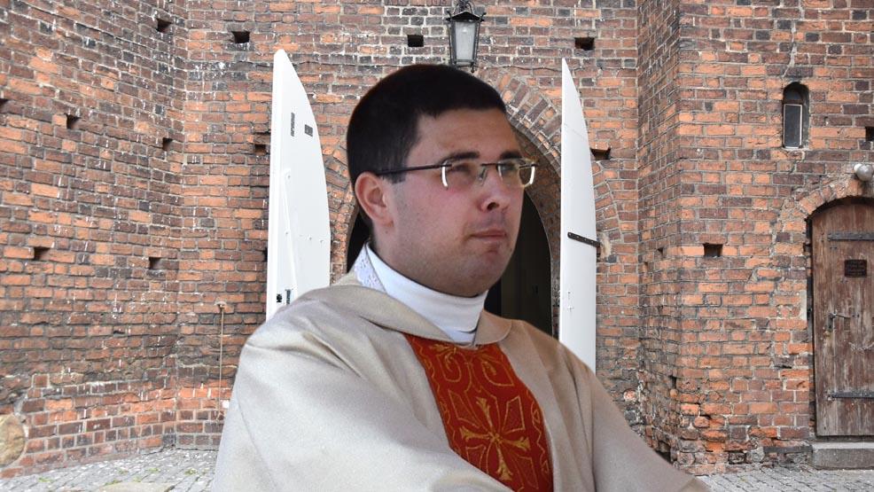 Do pracy w parafii farnej w Gostyniu skierowano dwóch wikariuszy. Kto odchodzi? - Zdjęcie główne