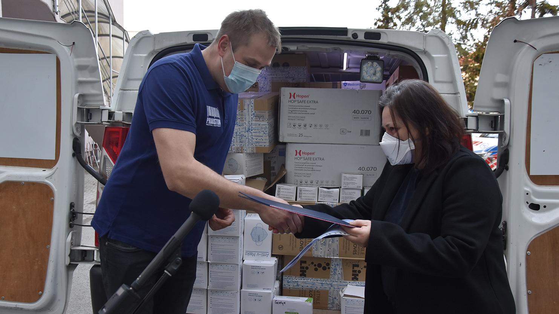 W szpitalu każdy sprzęt jest potrzebny. Do Gostynia dojechały dary od sponsora - Zdjęcie główne
