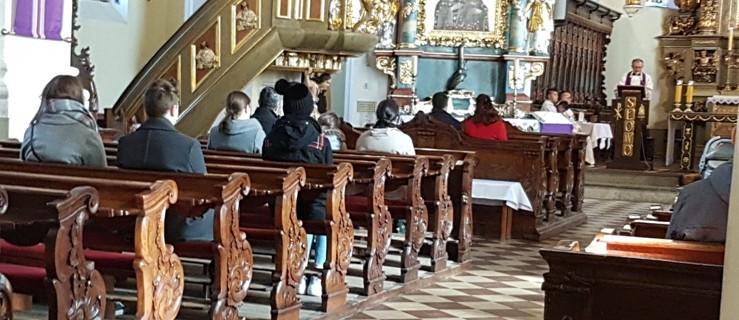 Proboszczom pomogły księgi inwentarzowe. Ilu wiernych może wejść do kościoła? - Zdjęcie główne