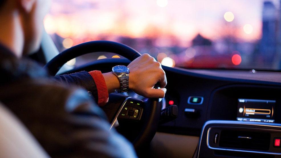 Co zrobić, jak auto zaczyna niespodziewanie szarpać? - Zdjęcie główne