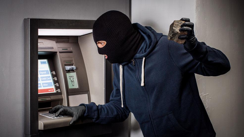Zatrzymany rzucił się do ucieczki. Kilka godzin wcześniej wysadził bankomat. Czy to włamywacz z Ponieca? - Zdjęcie główne