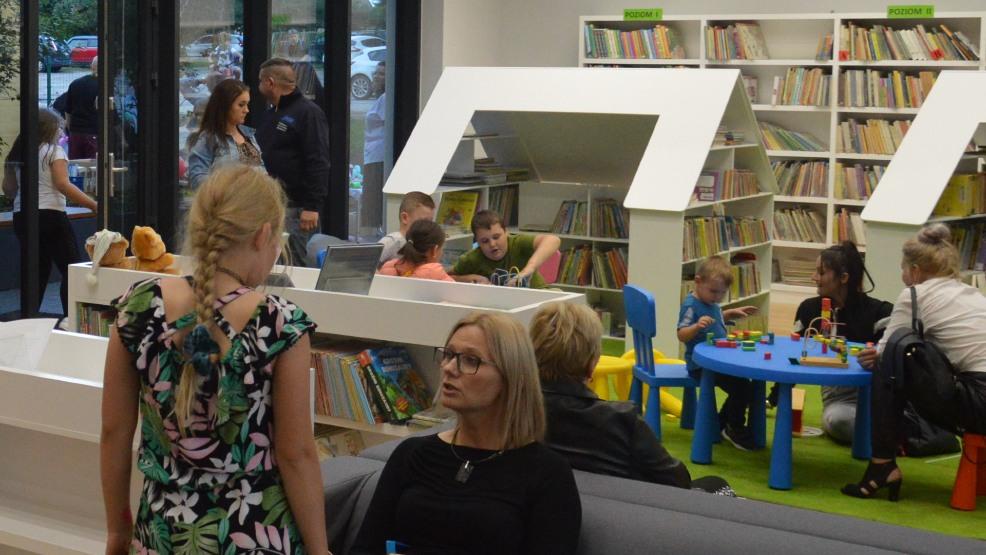 Otwarto nową bibliotekę publiczną KROB_KULT w Krobi. Już sam budynek robi wrażenie - Zdjęcie główne