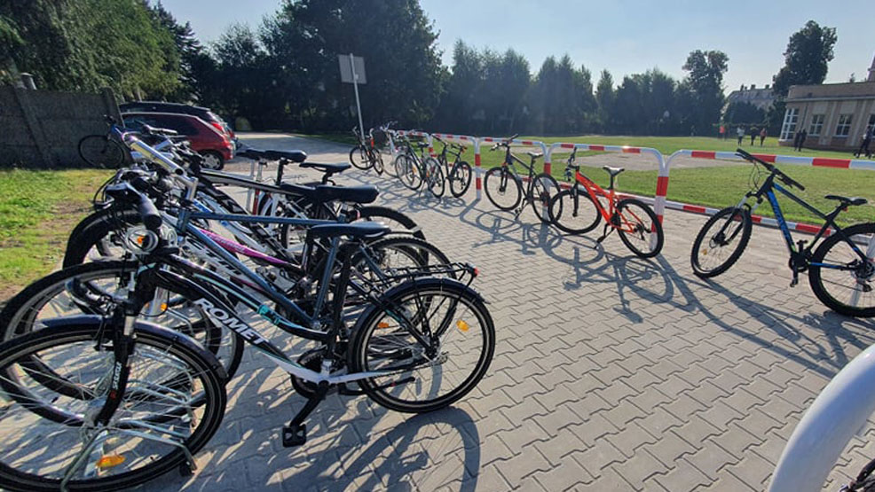 Parking przy ZSO w Gostyniu kosztował niemal 100 tysięcy. Rowery też się zmieszczą - Zdjęcie główne