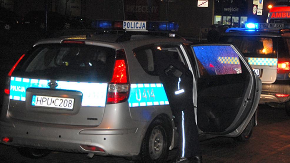 Mężczyzna miał kopać i szarpać policjantów z Gostynia. Czworo funkcjonariuszy poszkodowanych - Zdjęcie główne