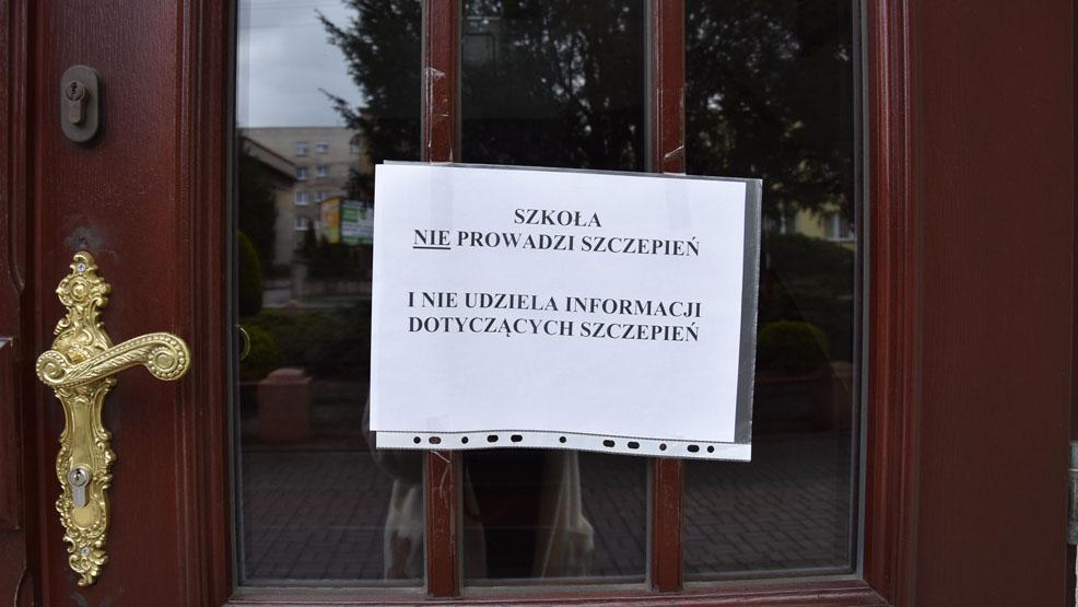 Szczepienia powszechne w Gostyniu ruszą z opóźnieniem. Zniecierpliwieni dopytują w sekretariacie szkoły - Zdjęcie główne