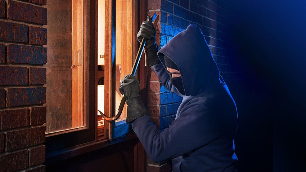 Nocne włamanie w Gostyniu. Sprawca wiedział, gdzie są kamery - Zdjęcie główne