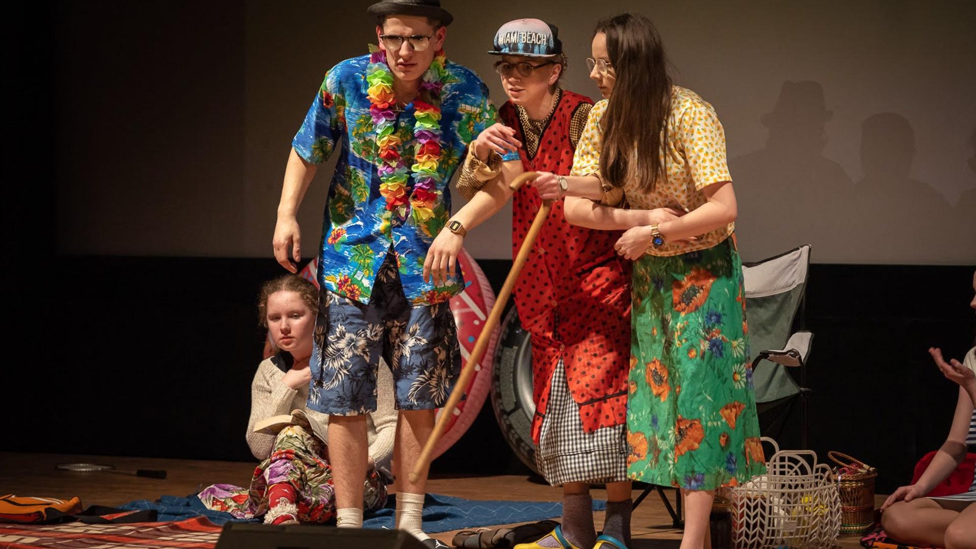 Młodych krobskich aktorów na scenie wspomógł Rudi Schuberth. Wejściówki rozeszły się w mgnieniu oka - Zdjęcie główne