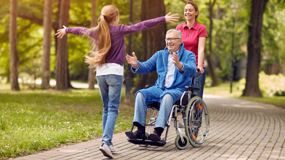 Czy opiekun osoby niesamodzielnej ma prawo odetchnąć? Jak najbardziej. Opieka wytchnieniowa w Gostyniu to ułatwia - Zdjęcie główne