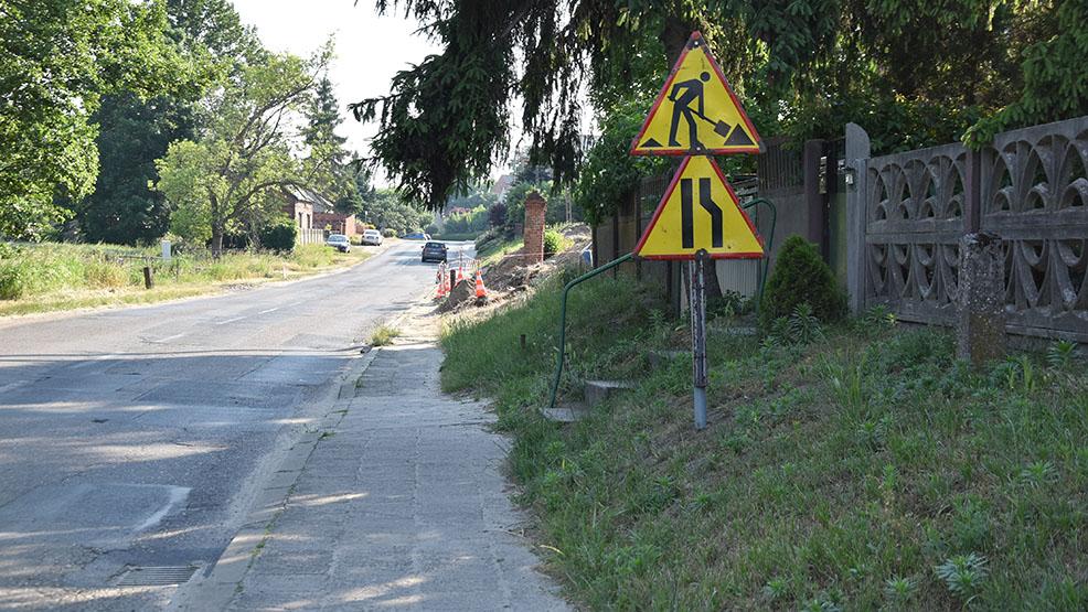 Blokada drogi powiatowej odwołana. Zamknięcie przejazdu z Gostynia do Brzezia w przyszłym tygodniu? - Zdjęcie główne