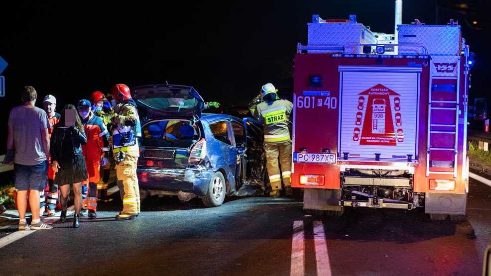 Tragicznie wyglądało to zderzenie. Auta zniszczone niemal doszczętnie. Jedna osoba w szpitalu - Zdjęcie główne