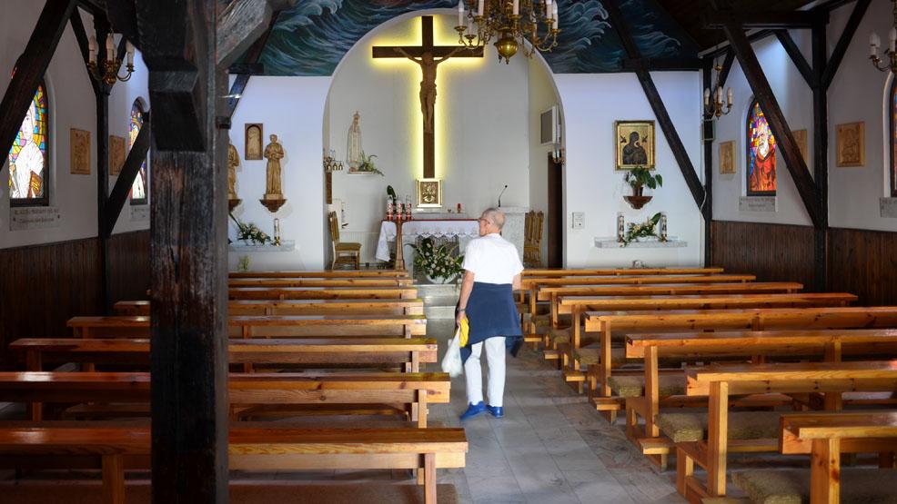 """""""Jestem apostatą, ale jestem osobą wierzącą"""".  Dlaczego odchodzą z Kościoła? Historia Artura z powiatu gostyńskiego - Zdjęcie główne"""