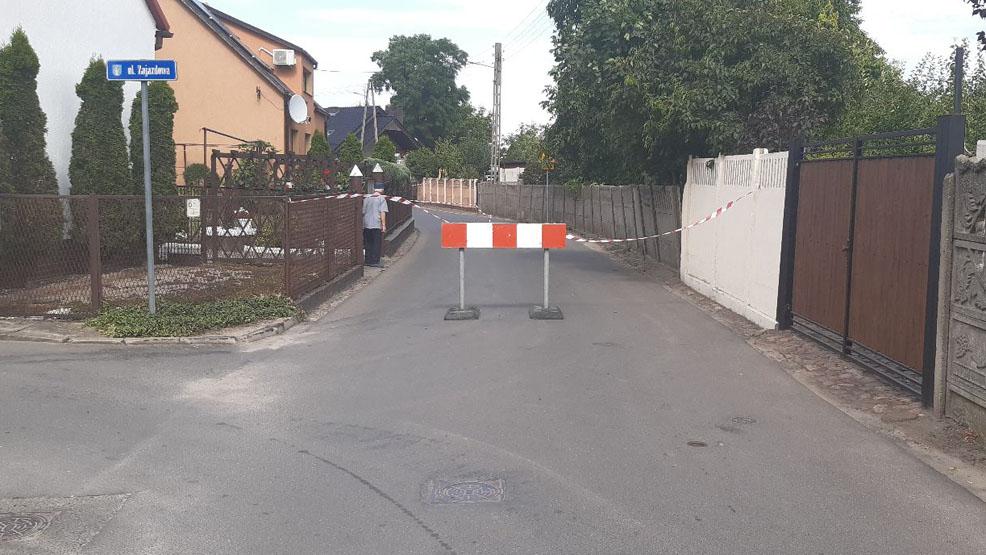 Nagłe utrudnienia w ruchu w Krobi. Zamknięto drogę. Żaden samochód tam nie wjedzie - Zdjęcie główne