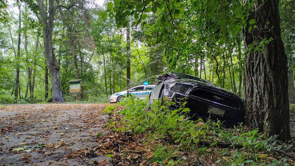 Ukradł sportowe auto i porzucił w lesie. Był pijany - Zdjęcie główne