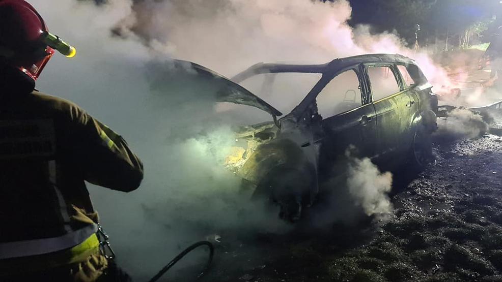 Pożar pochłonął oba pojazdy - Zdjęcie główne