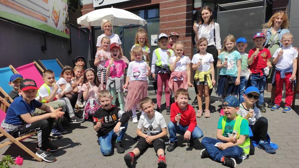 Zwycięskie przedszkolaki spróbowały lodów z nowej lodziarni w Gostyniu - Zdjęcie główne