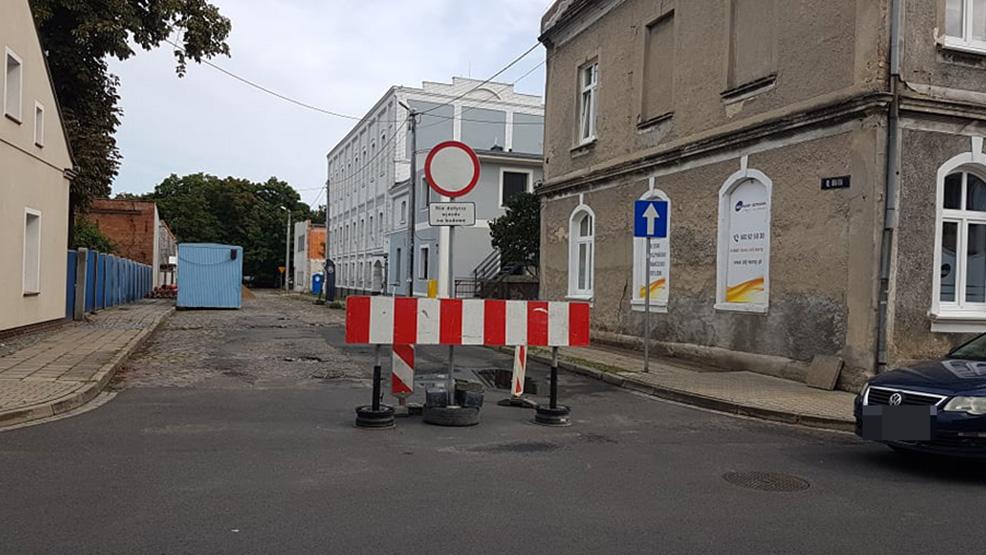 Rozkopy na gostyńskich plantach. Ulica zamknięta dla ruchu - Zdjęcie główne