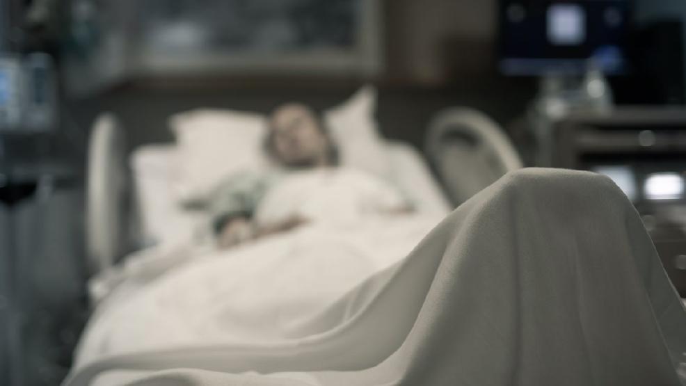 Pacjent wypadł z okna gostyńskiego szpitala. Leżał na II piętrze - Zdjęcie główne