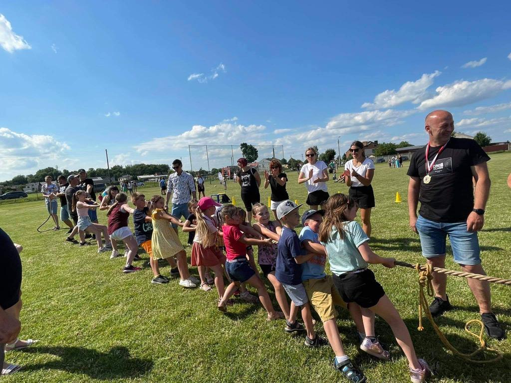 Sportowy piknik z udziałem przedszkolaków - Zdjęcie główne