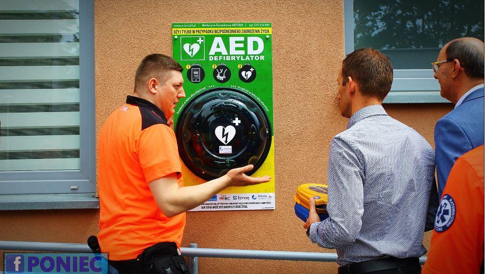 Zbiórka pieniędzy na ponieckie defibrylatory. Udało się kupić dwa urządzenia ratujące życie - Zdjęcie główne