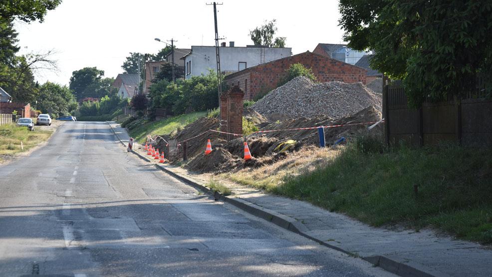 Droga przez Brzezie zamknięta. Budowa nowego łącznika przez Gostyń idzie pełną parą - Zdjęcie główne