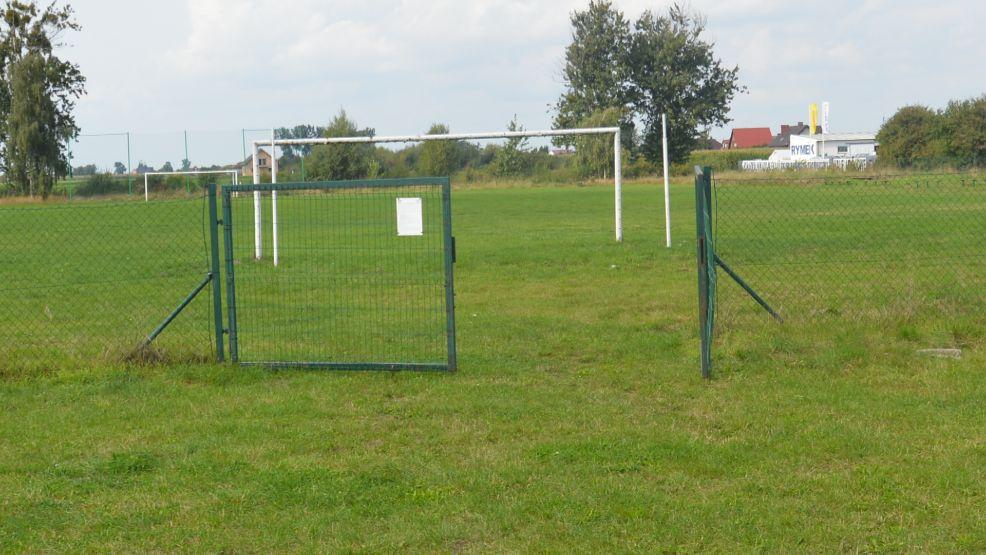 W Szelejewie krążą informacje, że miejscowe boisko sportowe ma być sprzedane pod market Dino - Zdjęcie główne