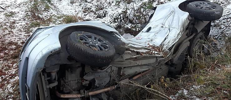 22-latka nie żyje. Auto, którym kierowała, uderzyło w drzewo na drodze z Goliny do Starej Obry - Zdjęcie główne
