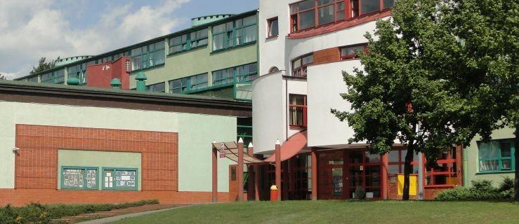 Zawieszone zajęcia w żerkowskiej podstawówce. Nauczyciel z dodatnim wynikiem - Zdjęcie główne