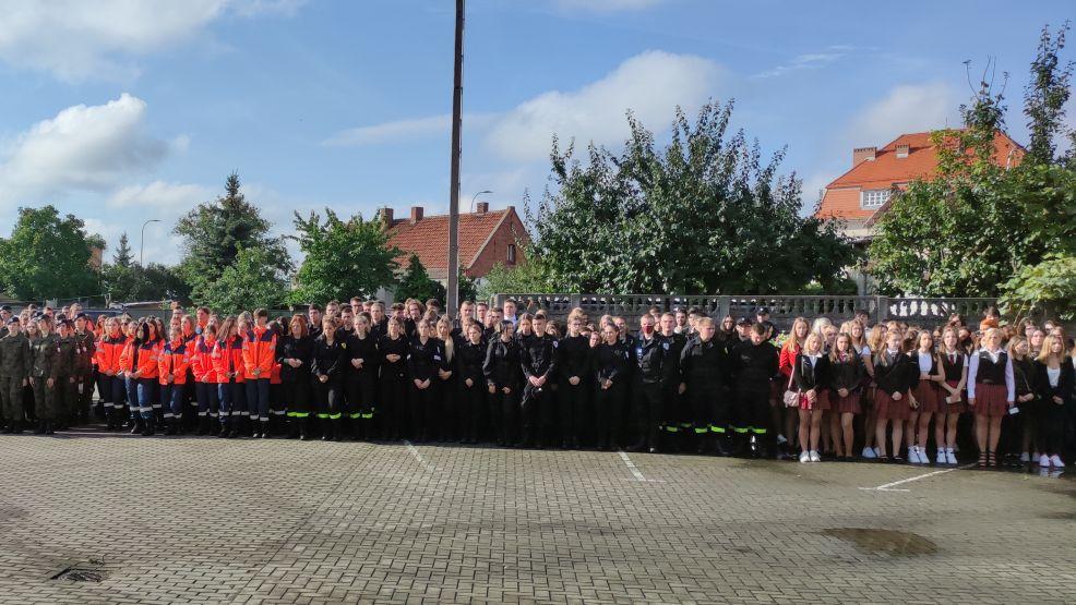 Pierwszy dzwonek za nami. Uczniowie rozpoczęli rok szkolny 2021/2022 [ZDJĘCIA, WIDEO] - Zdjęcie główne