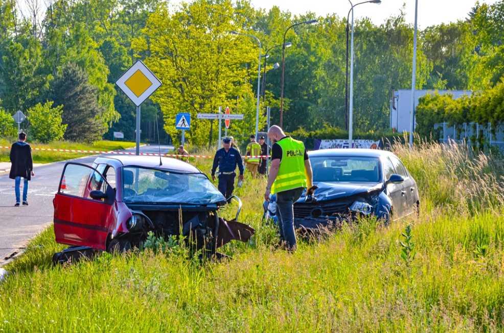 Śmiertelny wypadek w Jarocinie. Nie żyje 49-latek. Zderzenie na skrzyżowaniu ul. Przemysłowej i Handlowej  - Zdjęcie główne