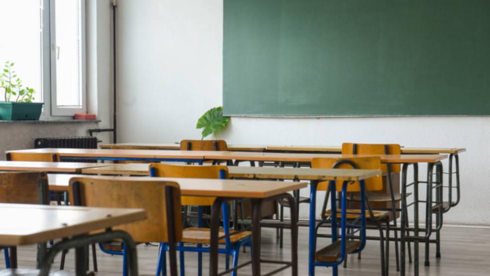 Jarocin. Chcą zaskarżyć decyzję burmistrza w sprawie wyboru podmiotu, który  poprowadzi szkołę w Roszkowie - Zdjęcie główne