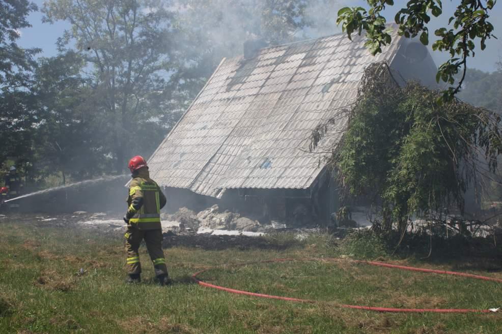 Wybuch gazu w domku letniskowym. 38-latek z powiatu jarocińskiego z ciężkimi obrażeniami ciała przebywa w kaliskim szpitalu [ZDJĘCIA]  - Zdjęcie główne