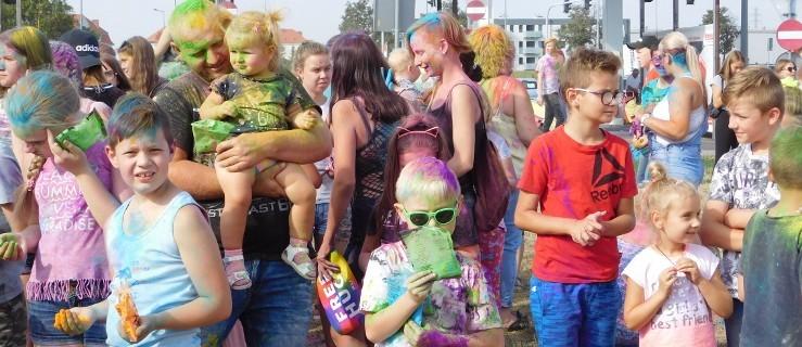 Kolorowe proszki unosiły się w powietrzu, a zabawa była świetna [ZDJĘCIA, WIDEO]  - Zdjęcie główne