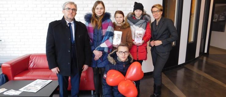 """Uczniowie ZSP-B w Tarcach pomogli fundacji """"Ogród Marzeń"""" - Zdjęcie główne"""