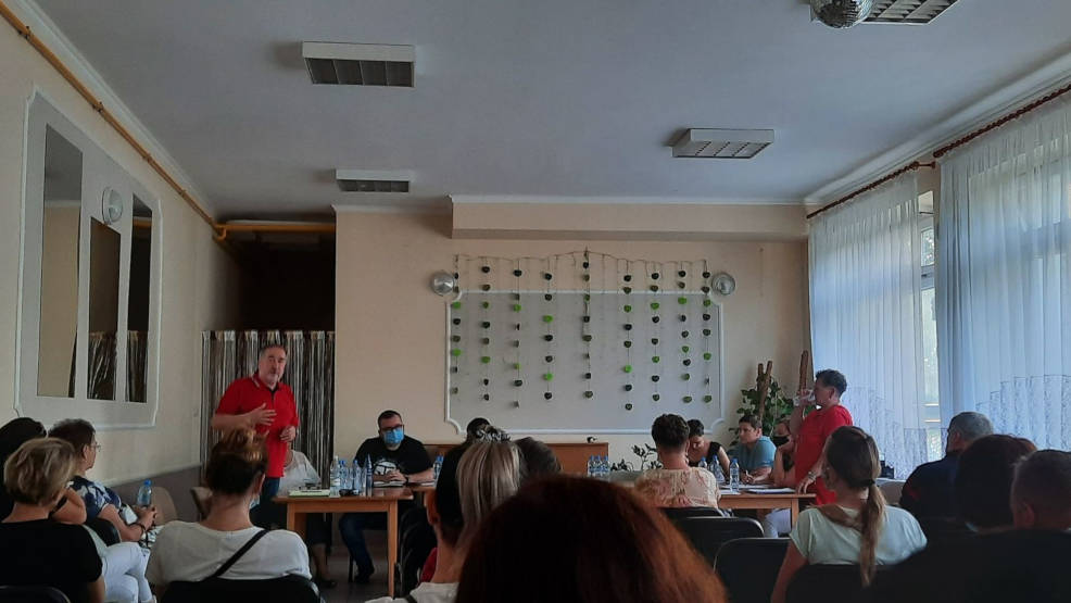 Zebranie w Roszkowie. Tematem bieżąca sytuacja i przyszłość miejscowej szkoły - Zdjęcie główne