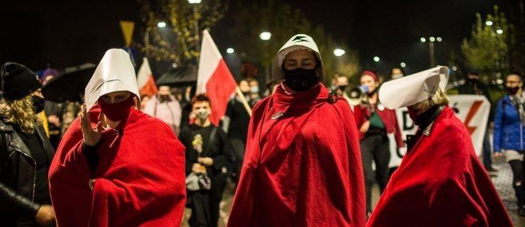 Jarocin. Protest kobiet tym razem bez tłumów [GALERIA, WIDEO] - Zdjęcie główne
