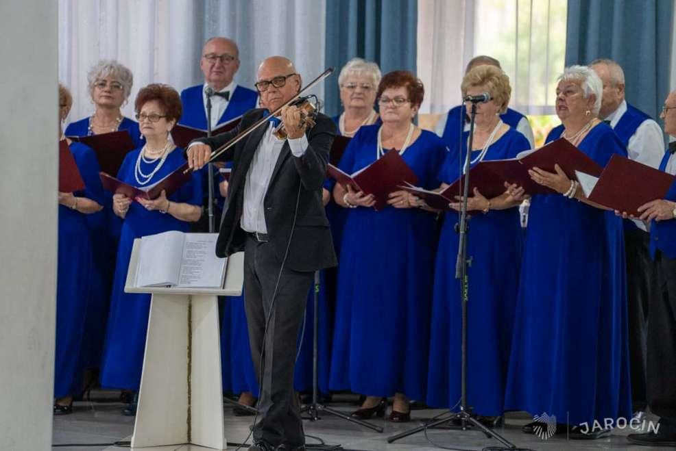 """Zespół Śpiewaczy """"Zawsze Młodzi"""" świętował 10-lecie działalności [ZDJĘCIA] - Zdjęcie główne"""