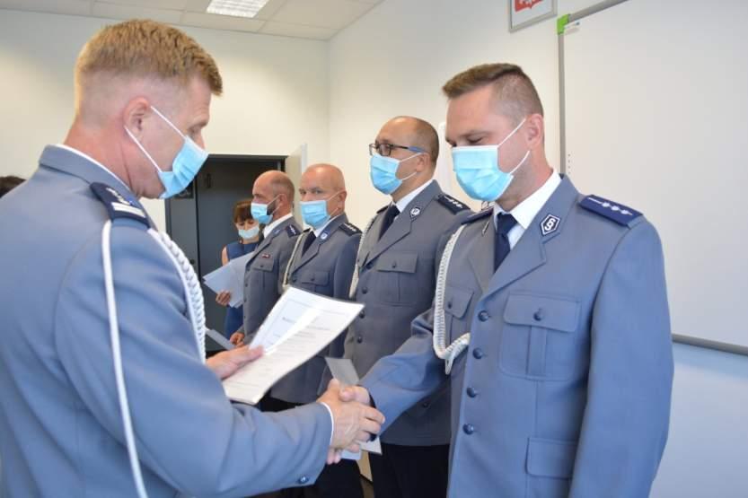 Policja świętowała. 35 jarocińskich funkcjonariuszy awansowało na wyższe stopnie [ZOBACZ LISTĘ] [ZDJĘCIA] - Zdjęcie główne