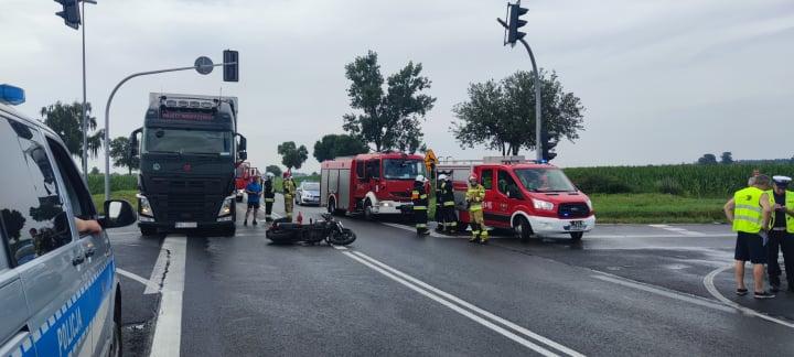 Wypadek z udziałem motocyklisty na drodze krajowej nr 11  - Zdjęcie główne