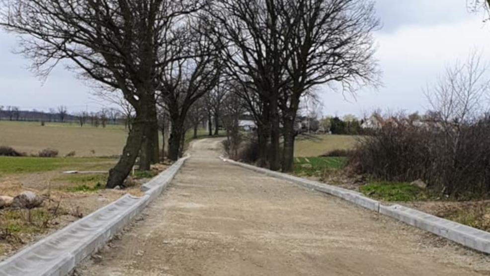 Kończą drogę, która połączy dwie gminy - Jarocin i Kotlin [ZDJĘCIA] - Zdjęcie główne