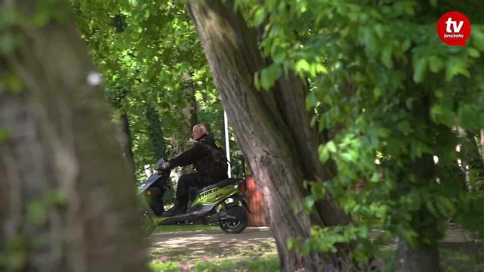 W parku pojawili się ochroniarze na skuterach. O co chodzi? [WIDEO] - Zdjęcie główne