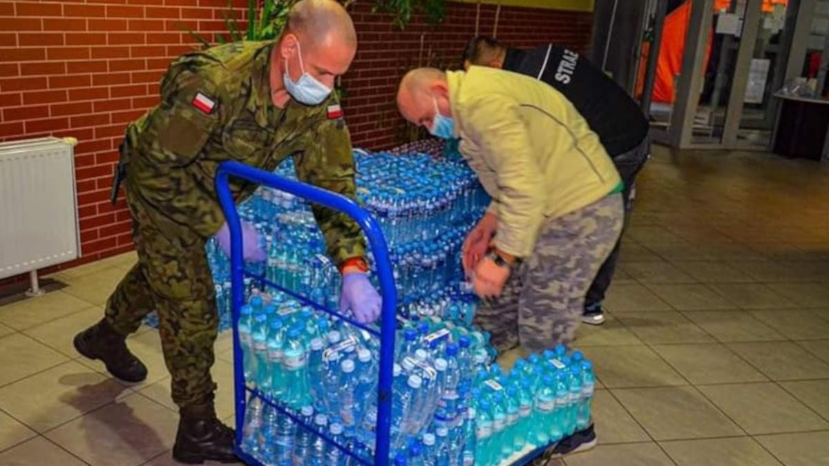 Żołnierze służą pacjentom i personelowi jarocińskiego szpitala - Zdjęcie główne