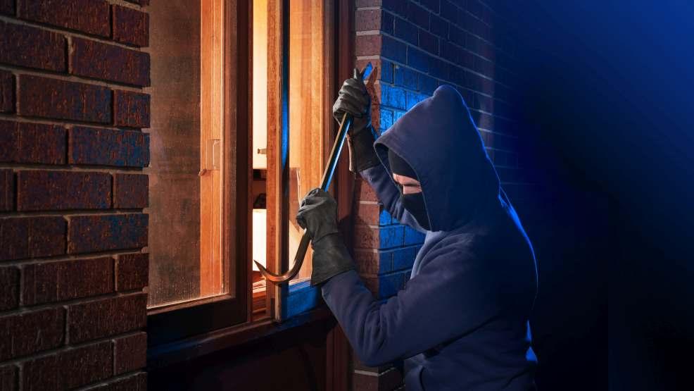 Włamywacze sieją postrach. Jak zabezpieczyć domy?    - Zdjęcie główne