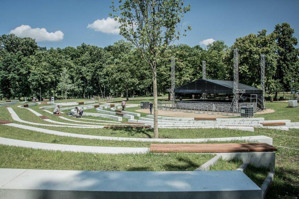 Jarocin Festiwal 2021. Powstaje scena w nowym amfiteatrze w Parku Radolińskich. - Zdjęcie główne