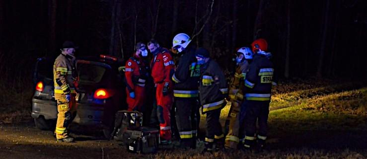 Zderzenie dwóch aut na drodze krajowej nr 12. Na miejscu pracują służby ratunkowe [ZDJĘCIA] - Zdjęcie główne
