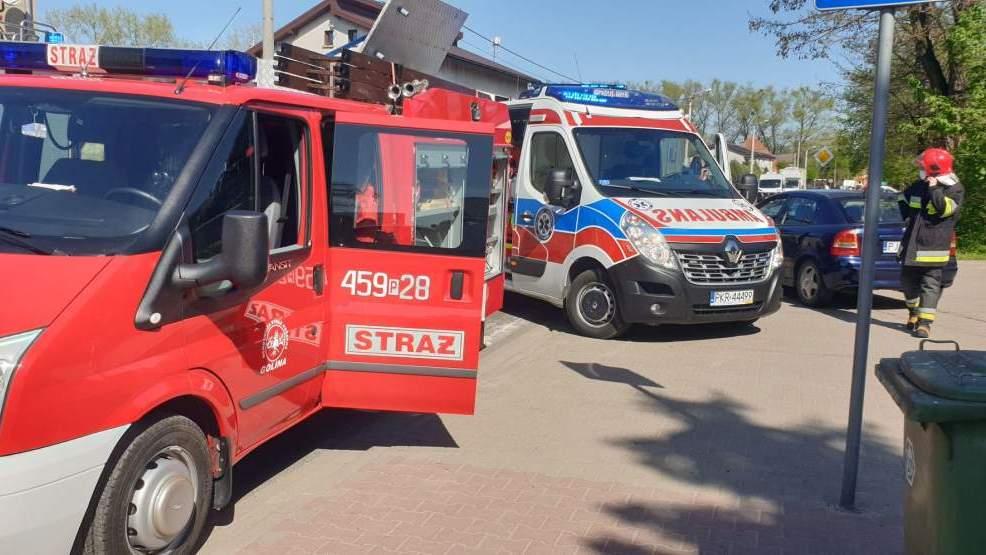 Zderzenie dwóch pojazdów w Golinie. Dwie osoby ranne [ZDJĘCIA]  - Zdjęcie główne