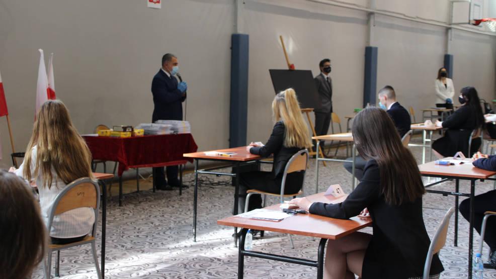 Matura Jarocin 2021. Ponad 600 absolwentów szkół średnich rozpoczyna egzaminy dojrzałości [WIDEO, ZDJĘCIA, AKTUALIZACJA] - Zdjęcie główne