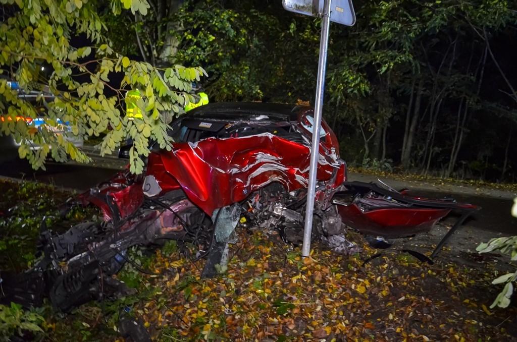 Jarocin. Tragedia na drodze. Kierowca mercedesa uderzył w drzewo - Zdjęcie główne